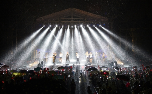 Heavy downpour during the encore of the Ho Chi Minh concert. Photo: C-JeS Entertainment.