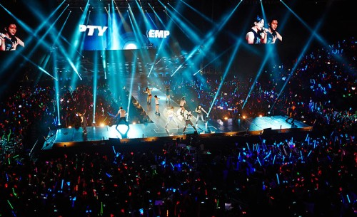 "JYJ performing ""Empty"" in Shanghai. Photo: C-JeS Entertainment."