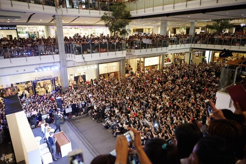The crowd in Bangkok's press conference. Photo: C-JeS Entertainment.