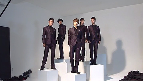 TVXQ! posing for poster photo shoot. Photo: SBS.