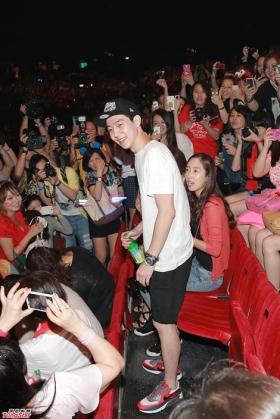 Park Yoo Hwan in Hong Kong concert. Photo: TungStar.