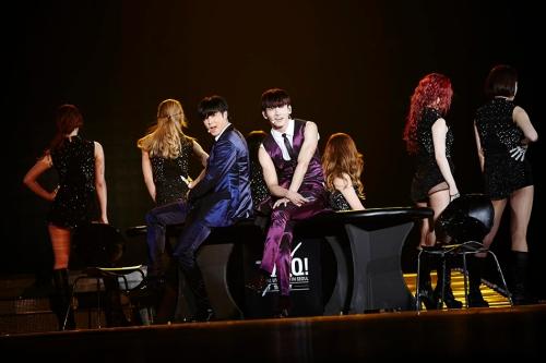 "TVXQ! performing ""수리수리(Spellbound)"" in Seoul. Photo: S.M. Entertainment."