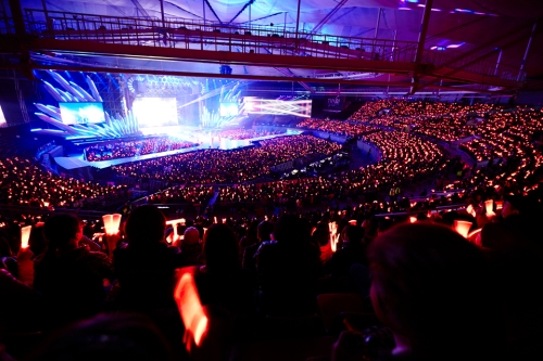The crowd in TVXQ!'s Seoul show. Photo: S.M. Entertainment.