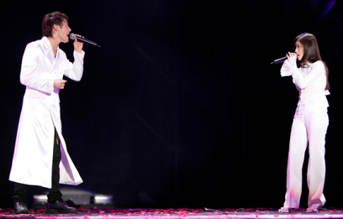 "Kim and Zhang performing ""Timeless"" in Kuala Lumpur. Photo: S.M. Entertainment."