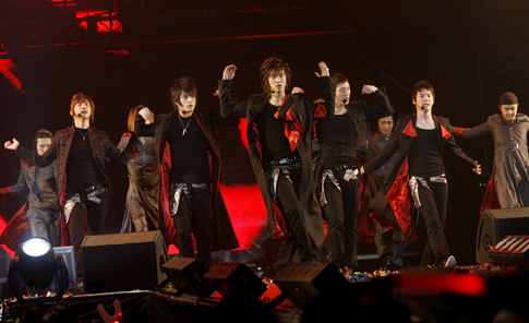 "TVXQ! performing ""Phantom"" in Seoul. Photo: S.M. Entertainment."