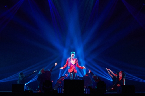 "XIA performing ""꽃 (Flower)"" in Osaka. Photo: C-JeS Entertainment."