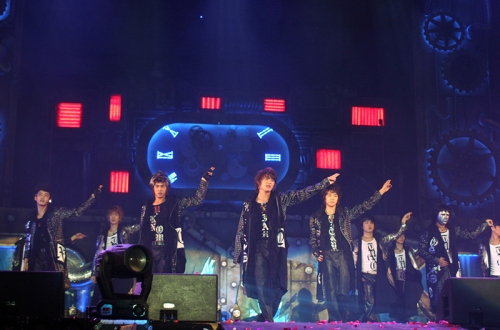 """TVXQ! performing """"TRI-ANGLE"""" in Seoul. Photo: S.M. Entertainment."""