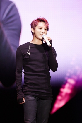 "XIA performing ""알면서도(I Know But…)"" in Yokohama. Photo: C-JeS Entertainment."