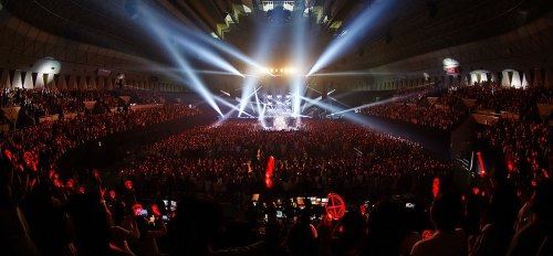 The crowd in XIA's Kobe show. Photo: C-JeS Entertainment.