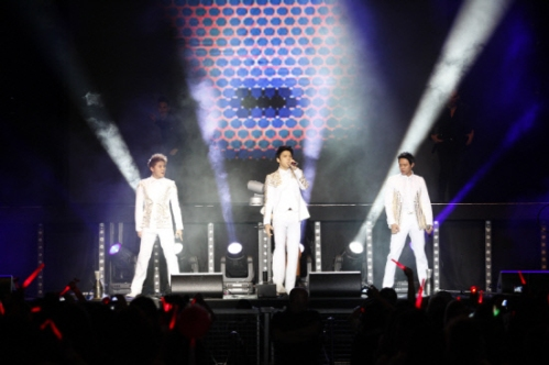 "JYJ performing ""Empty"" in Berlin. Photo: C-JeS Entertainment."