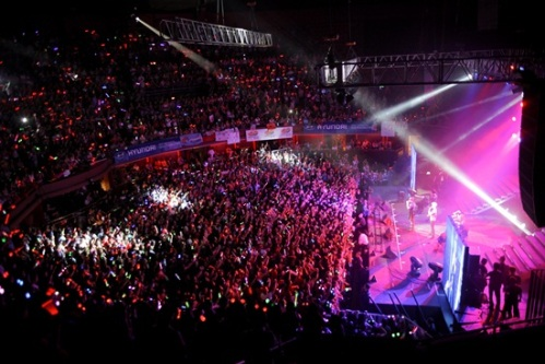 The crowd in JYJ's Santiago show. Photo: C-JeS Entertainment.