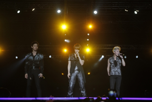 JYJ on stage in the Lima concert. Photo: C-JeS Entertainment.